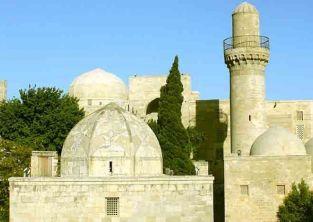 کاخ شيروان شاه قصر و بنای تاریخی شهر باکو