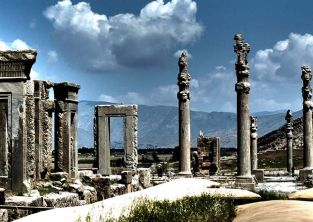 تخت جمشید پایتخت آیینی ایران باستان