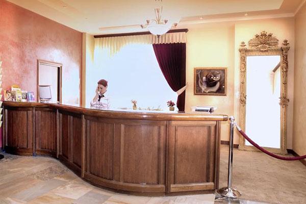 هتل Hrazdan