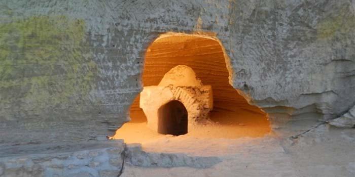 محوطه داخلی غار