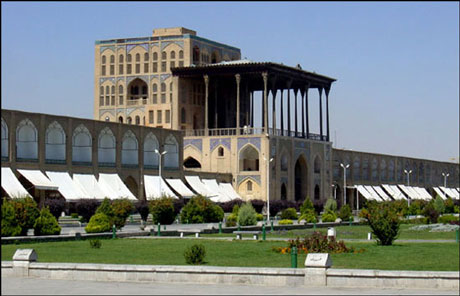 نمای کلی کاخ عالی قاپو اصفهان
