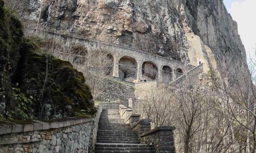 پله های صومعه سوملا